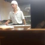 中島家 - 長〜く店主の右腕。彼が今日は麺上げ。