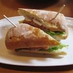 リバーウォークカフェ - スモークサーモンとクリームチーズのパニーニ♪