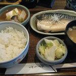居食処 まんなか屋 - 本日の魚定食(鯖の味噌煮)\750