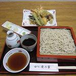 滝乃家 - 大きな車エビ二本と季節の野菜が入ります。 上天せいろ 1600円
