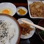 じゃがいも亭 - すきやき風肉豆腐(玉子付)定食@800円