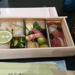 旬菜三山 - 旬菜の弁当とサービスの赤出汁
