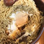 恵那川上屋 - 栗一筋の中は、生クリーム、メレンゲ、キャラメル、カスタードクリーム
