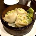 鴻福餃子王 - 海老と白菜の蒸し餃子