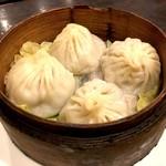 鴻福餃子王 - 小籠包