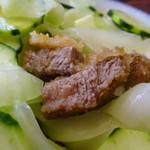 レストラン 自由軒 - 野菜に隠れた牛ヒレカツ