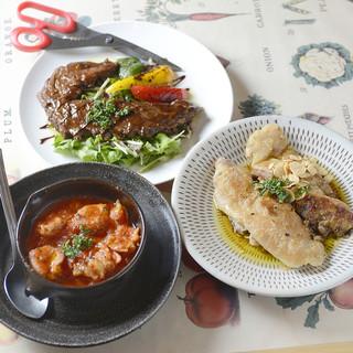 ◆肉から魚介まで豊富な料理!飲み放題付き大満足のコースあり◆