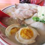 七福亭 - 焼豚煮玉子ラーメン700円。