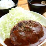 牛の定食 各900円[ご飯・お味噌汁・お漬物付]