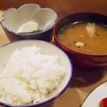 73508844 - 定食の白米とお味噌、香の物
