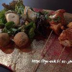 アート ラウンジ - シェーブルチーズとサラダ       和牛ベシャメルコロッケ       国産チキントマト煮と旬野菜のブロシェット