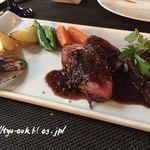 アート ラウンジ - 牛肉のステーキ       グリル野菜添え