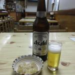 仲よし - 料理写真:瓶ビールとつき出し
