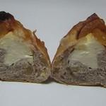 パンドール - りんごとクリームチーズのカンパーニュ