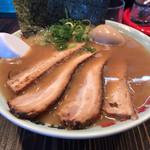 横浜家系 元町家 - 醤油とんこつ。チャーシュー麺。煮卵プラス。