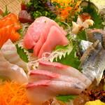 73515473 - ◆刺身盛合わせ(びんちょうマグロ、かんぱち、カレイ、サーモン、秋刀魚、鰹、サザエ)