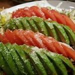 漁師伝説あさまる - トマトとアボガドのサラダ