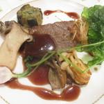 グランドサンピア八戸 - 青森県産牛のステーキ キノコソテー添え