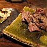 炙りま専科 - 豚はらみ天然塩胡椒焼き¥600、ねぎま¥160