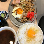 焼きそば専門 水ト - 浅井君イカエビタコ入りとご飯セットは玉子かけ\(^o^)/食べがい有るねー♪