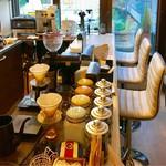 Cafe Kuromimi Lapin - カウンターに2個見えるのがコーノの名門です