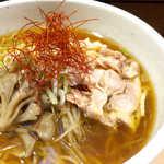 73524158 - 甘辛い醤油スープ。思ったより甘さ強め、個性的な美味しさである