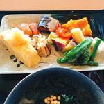 レストラン ミカク - 根菜の蒸し物は甘みがあって美味しい‼︎