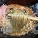 ぼっこ志 - 鰹干鶏白湯(850円)麺リフト