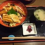 73526766 - 穴子二色丼1080円