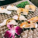 73527558 - ○第一の鮨:イカ梅肉のせ、バッテラ、鯛にワタ乗せ、ヒラス醪唐辛子乗せ。