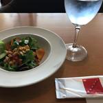 73527663 - 2017/09 サラダ…平日のランチコースメニューから一番安い サラダ、メイン(パスタ、ピッツァなど6種類から選択)、ドリンクで1,250円(税込)
