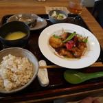 73527734 - ベジランチ レンコン、かぼちゃ、茄子の天ぷら甘辛炒め