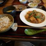 中国食堂261 - 豚の角煮と揚げ豆腐、里芋、春雨の醤油煮