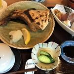73527810 - ブリカマ塩焼定食