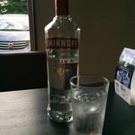 73527913 - 水とお代わり用のボトル水。