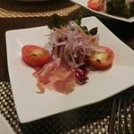 シャングリ・ラ - 羊肉の生ハムとサラダ