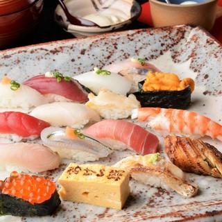 *寿司屋の醍醐味。カウンター席で握りのおまかせがおすすめ