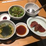 焼肉の牛太 本陣 - ユッケジャンラーメンのセット品。