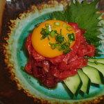 千輝 - 新鮮でおいしいユッケ。卵と絡めて☆