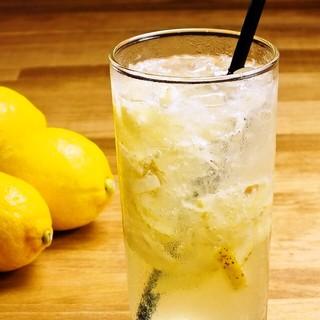 小豆島より直送レモンをたっぷり使用のこだわり生レモンサワー