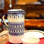 サル イ アモール - ヴィノ・デ・リベイロ・エン・クンカ(70ml)@500円:すっきりフルーティーな味わいは、女性にウケしそう。クンカという陶器で注いで頂けます。