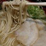 元祖博多 中洲屋台ラーメン 一竜 - スープ甘い。