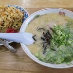 ファミリー - 料理写真:「Aセット(ラーメン+半焼めし)」(850円)。