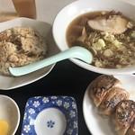 武龍 - らーめん、炒飯、餃子セット700円