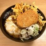 おか田 - 天玉そば(480円)+コロッケ(100円)