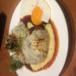 綴 室町別館 - ハンバーグのチーズ 800円  食感ふわふわ!