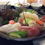 江口蓬莱館 - 伊勢海老定食のお造り 魚の刺身も付いています