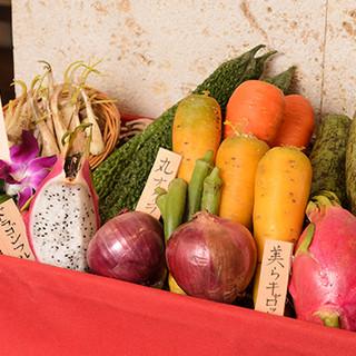 素材にもこだわった沖縄県産の食材を使用した料理の数々
