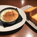 73549154 - Staub鍋 サーモンとホウレン草のクリーム煮込とフレンチトースト