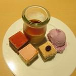 73549233 - いちごミルクケーキ・プリン・紫いものアイスクリーム・コーヒーケーキ・ブラッドオレンジケーキ
